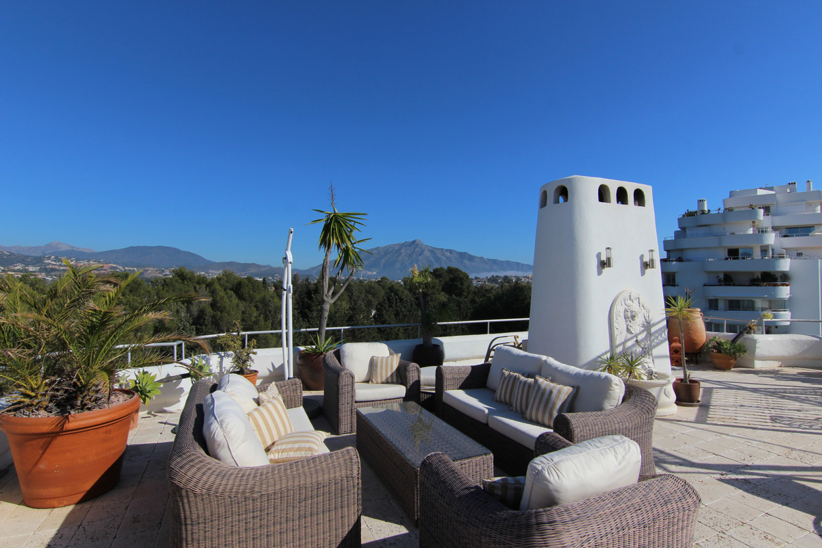 Apartment  Penthouse  for sale   in Guadalmina Alta