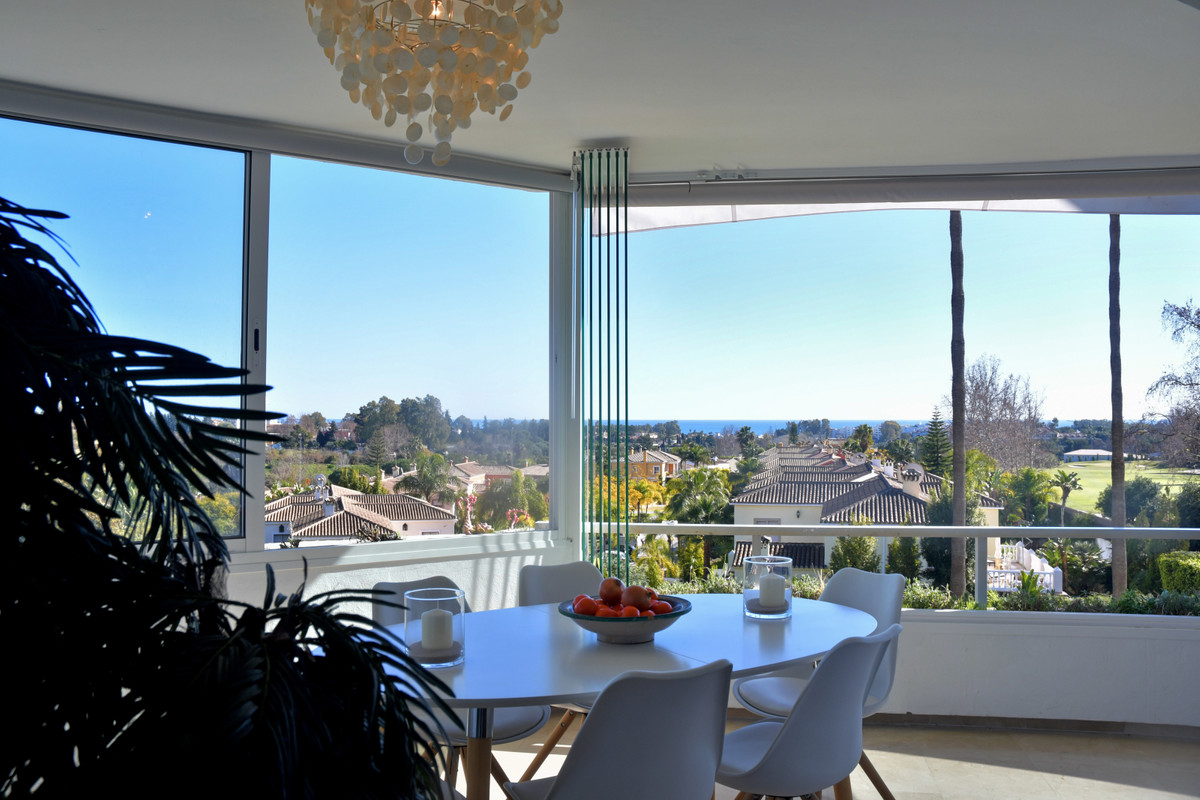 Apartment, Middle Floor  for sale    in Guadalmina Alta