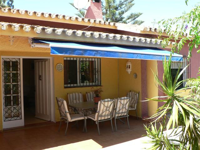 Villa, Semi Detached  for sale    in Estepona