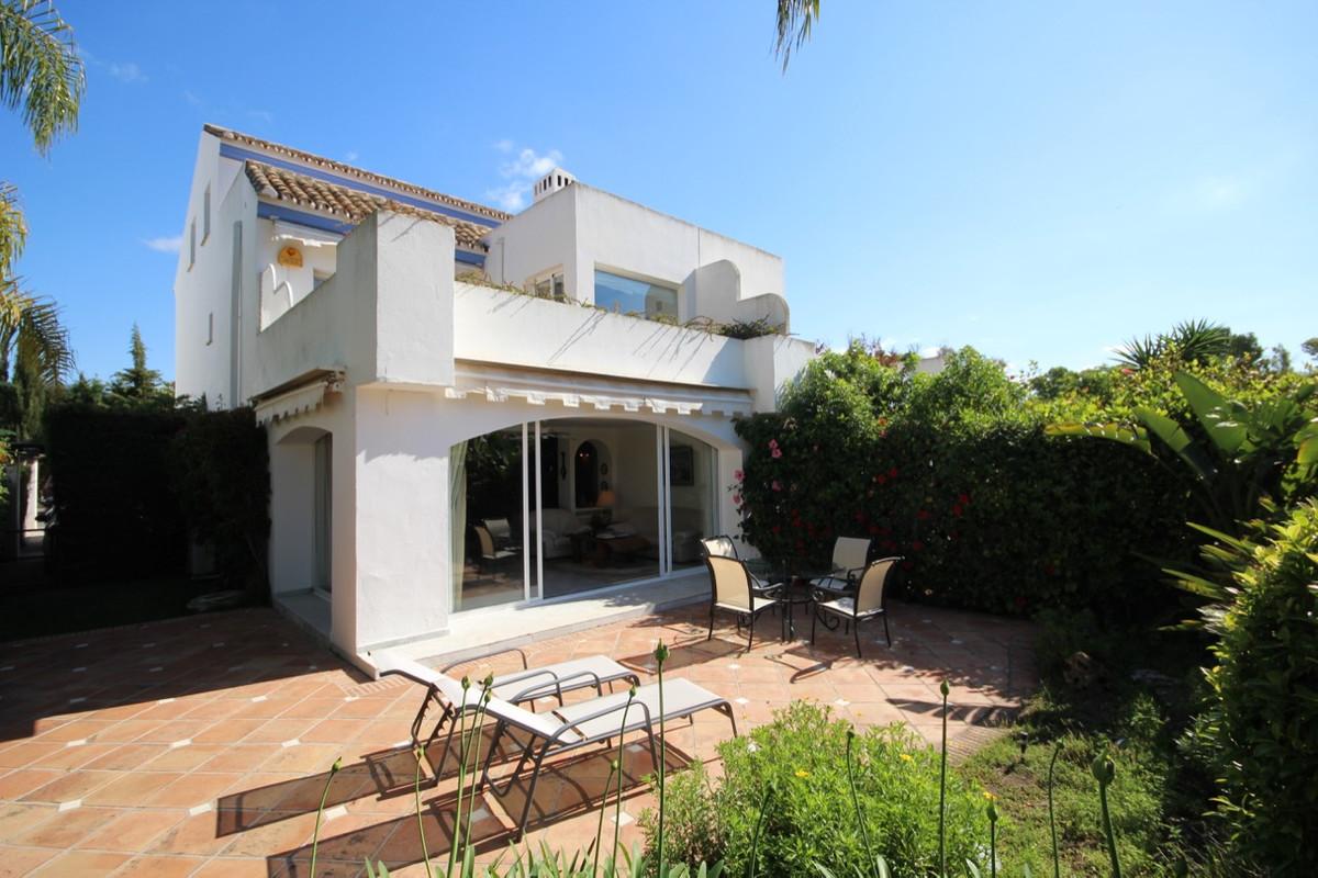 Villa, Semi Detached  for sale    in Guadalmina Baja
