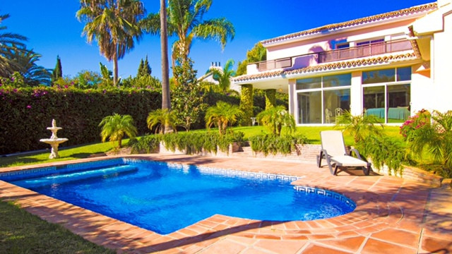 This immaculate property is situated in a very quiet street in Guadalmina Baja near the beach. Facin,Spain