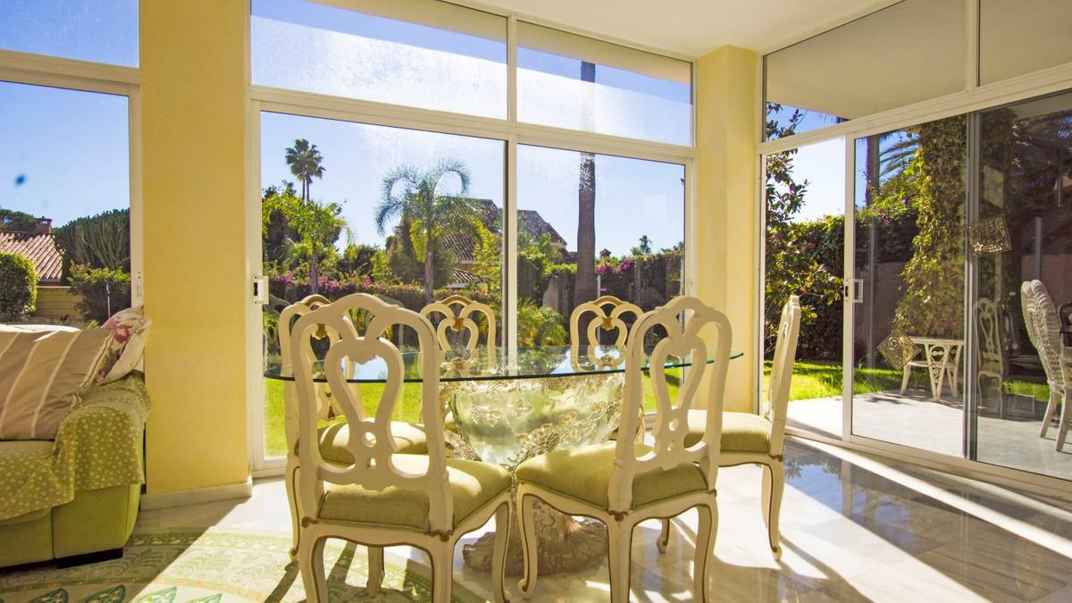 Villa – Chalet en Venta en Guadalmina Baja – R3129250