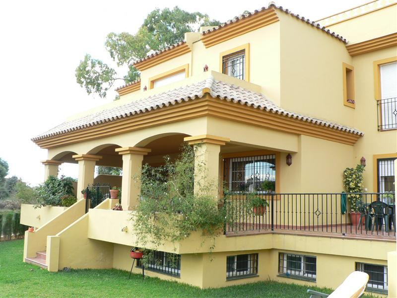 Townhouse, Terraced  for sale    in Guadalmina Alta