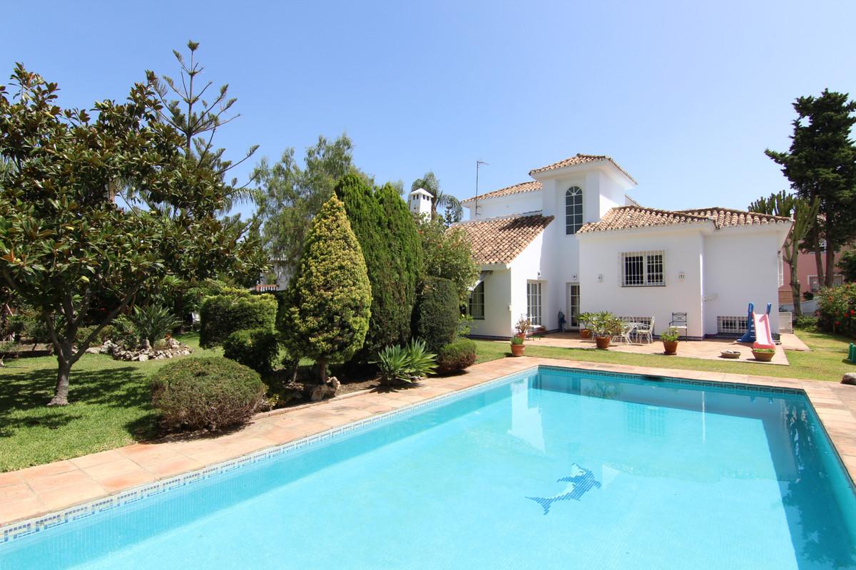 Villa, Detached  for sale    in Guadalmina Alta
