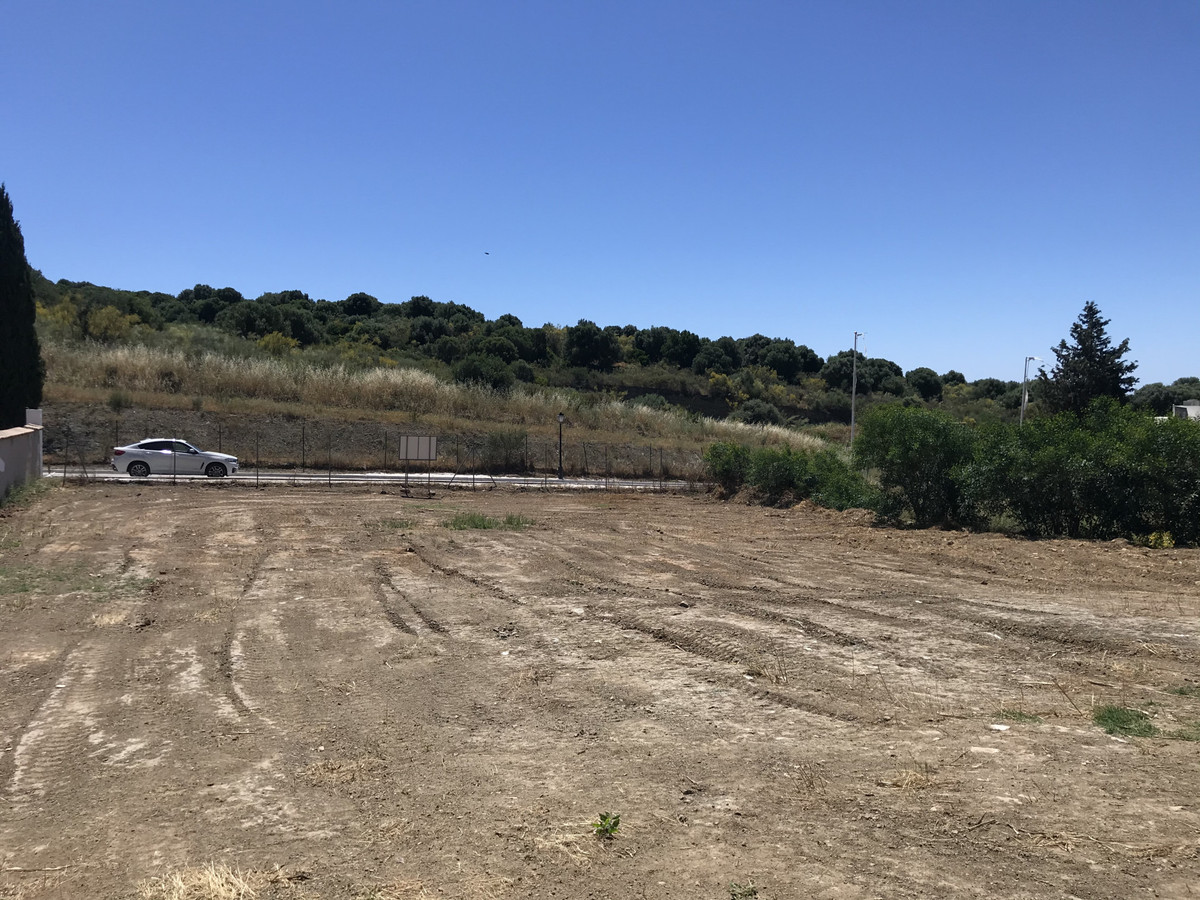 Plot Residential for sale in El Paraiso, Costa del Sol