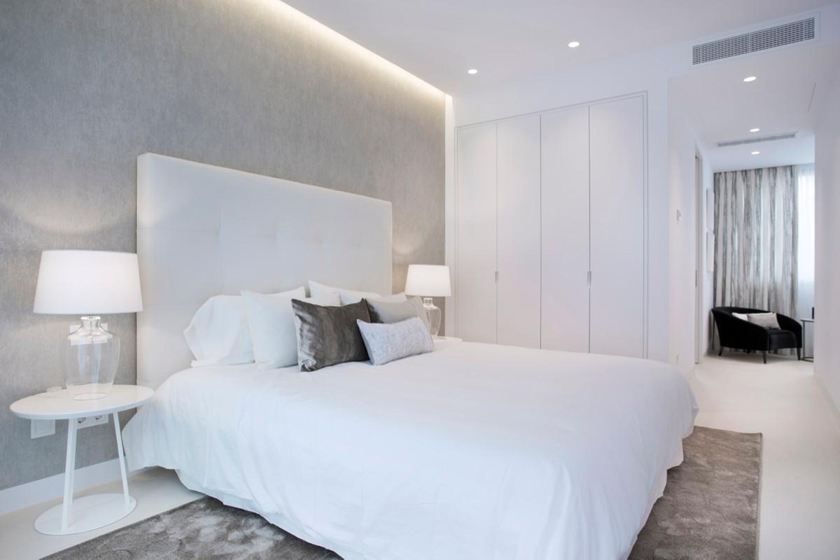 Villa Detached for sale in Estepona, Costa del Sol