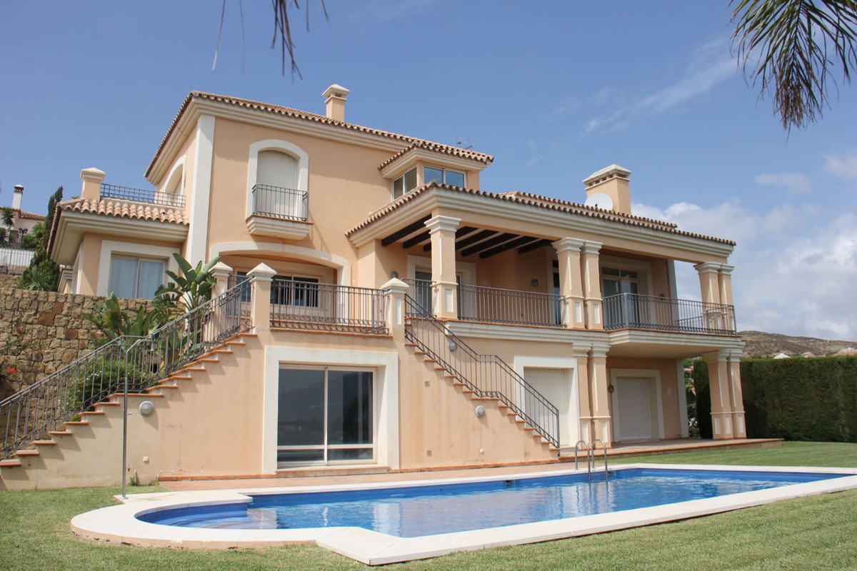 Villa, Detached  for sale    in Benahavís