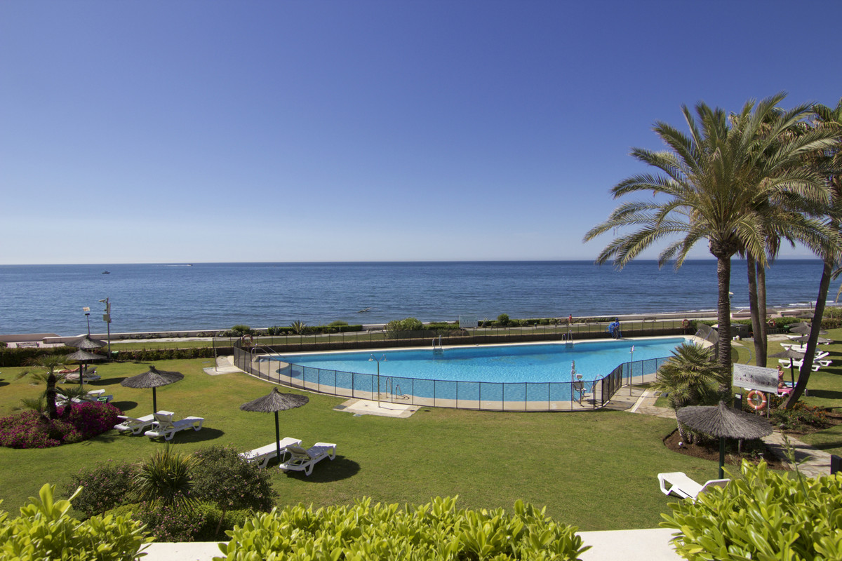 Apartment, Middle Floor  for sale    in Estepona