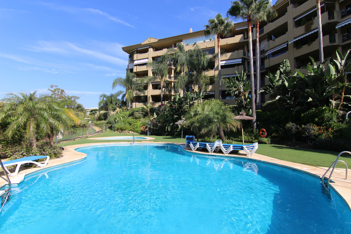 Apartment, Penthouse  for sale    in Guadalmina Alta