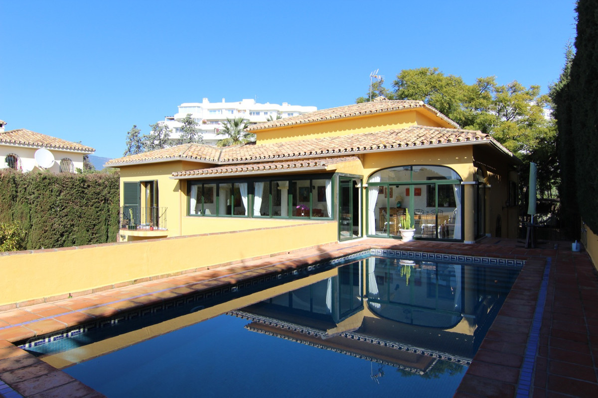 Villa, Detached  for sale    in Guadalmina Alta