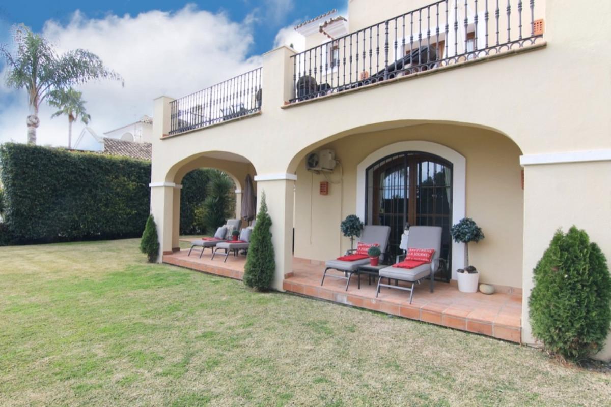 Villa Independiente en venta en El Paraiso, Costa del Sol