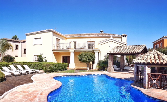 Beautiful villa in Guadalmina Alta next to the Royal Golf Club of Guadalmina. The property enjoys a , Spain