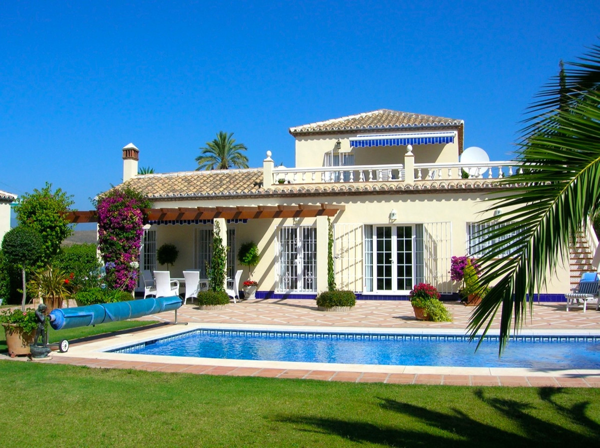 Villa, Detached  for sale    in El Paraiso