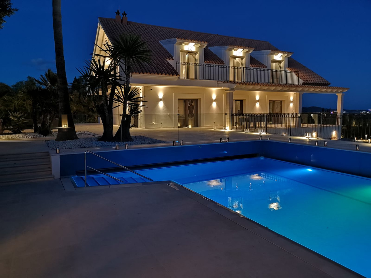 Beautiful house in Establiments with 14,622 m2 of land, built 840 m2, has a 50 m2 pool, 88 m2 garage,Spain
