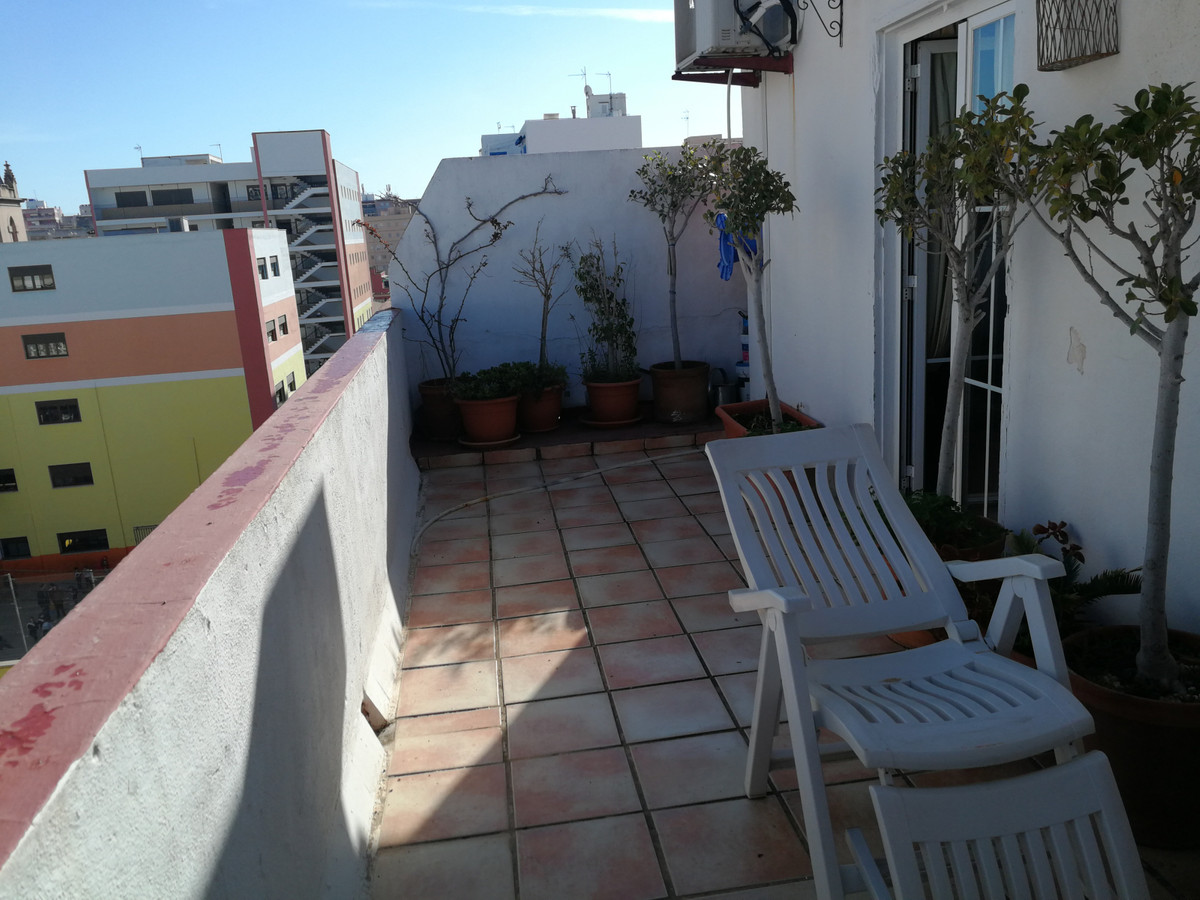 Corner bar of 87 m2, with smoke outlet and with housing in the same building of 44 m2 with terrace o,Spain