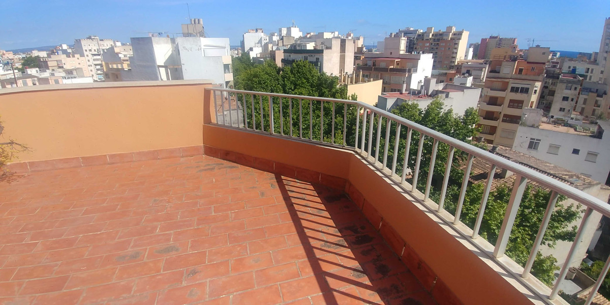 Penthouse with elevator in the Pere Garau area of about 119m2. Very bright and clear, totally exteri,Spain