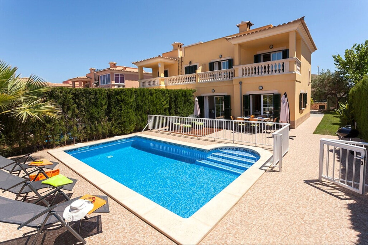 Puig de Ros (Llucmajor) It has 172 m2  built distributed on two floors. 4 double bedrooms and 3 bath, Spain