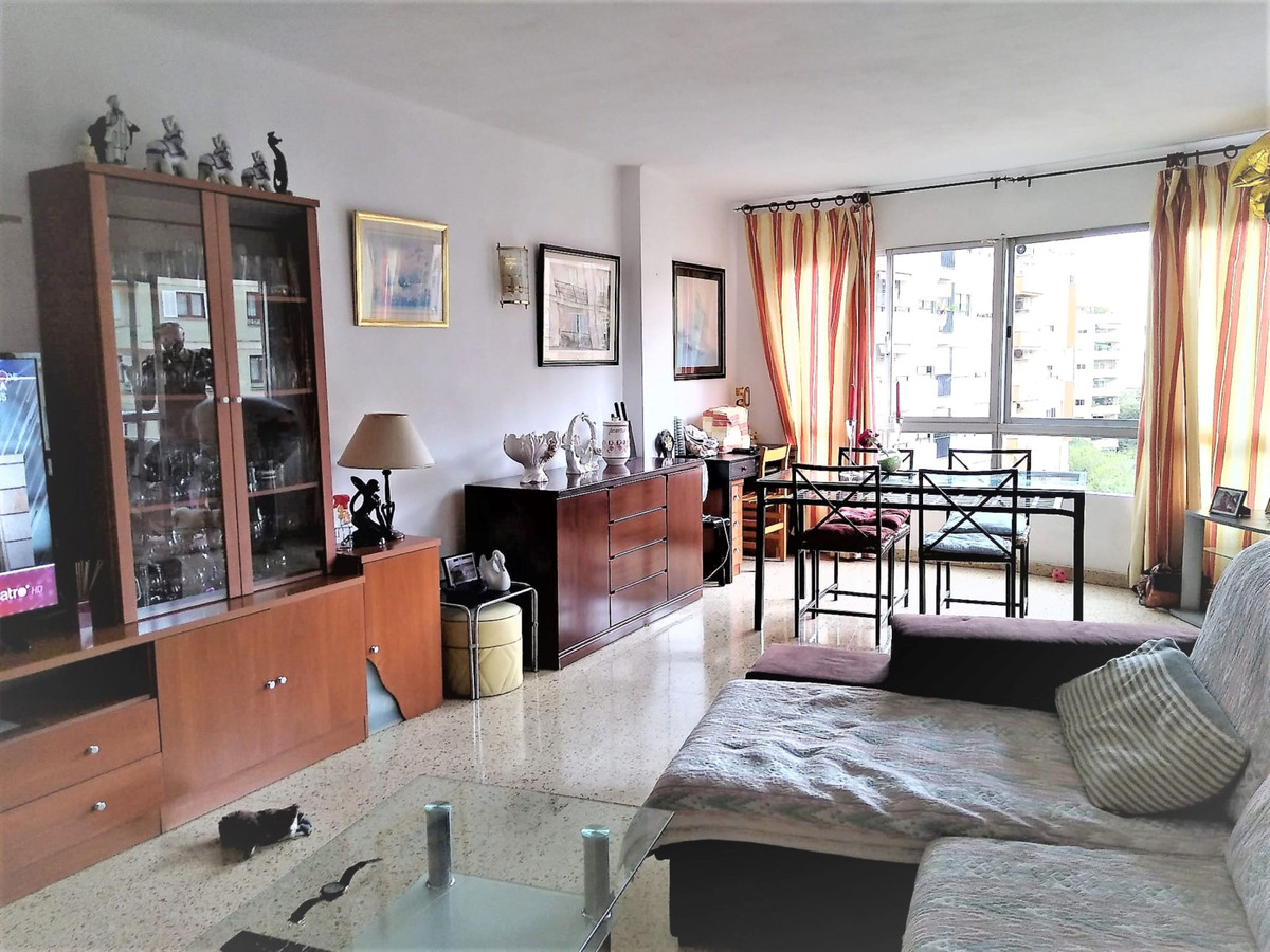 Well located apartment for sale on Calle Medico Jose Darder, of about 115m2 with balcony, distribute,Spain