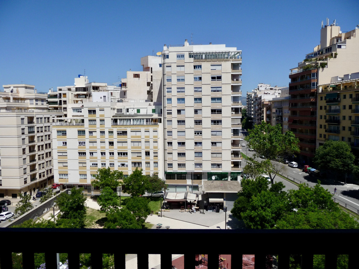 Apartment at the beginning of General Riera street near the Avenues. Next to the main artery of Palm, Spain