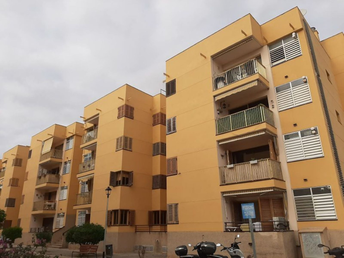 Flat  in Marratxi in Pont Dinca, close to shops and supermarkets The house has 3 bedrooms with fitte,Spain
