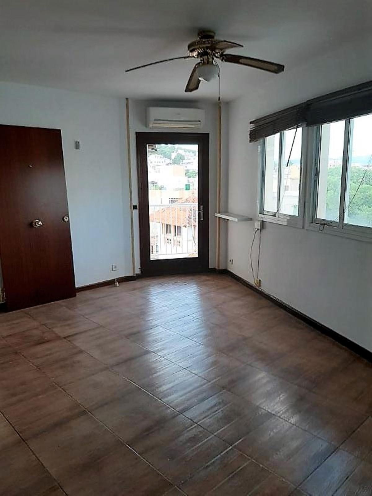 Sixth floor with elevator in Joan Miro, El Terreno of 54m2, living room, 2 bedrooms, fitted kitchen ,Spain