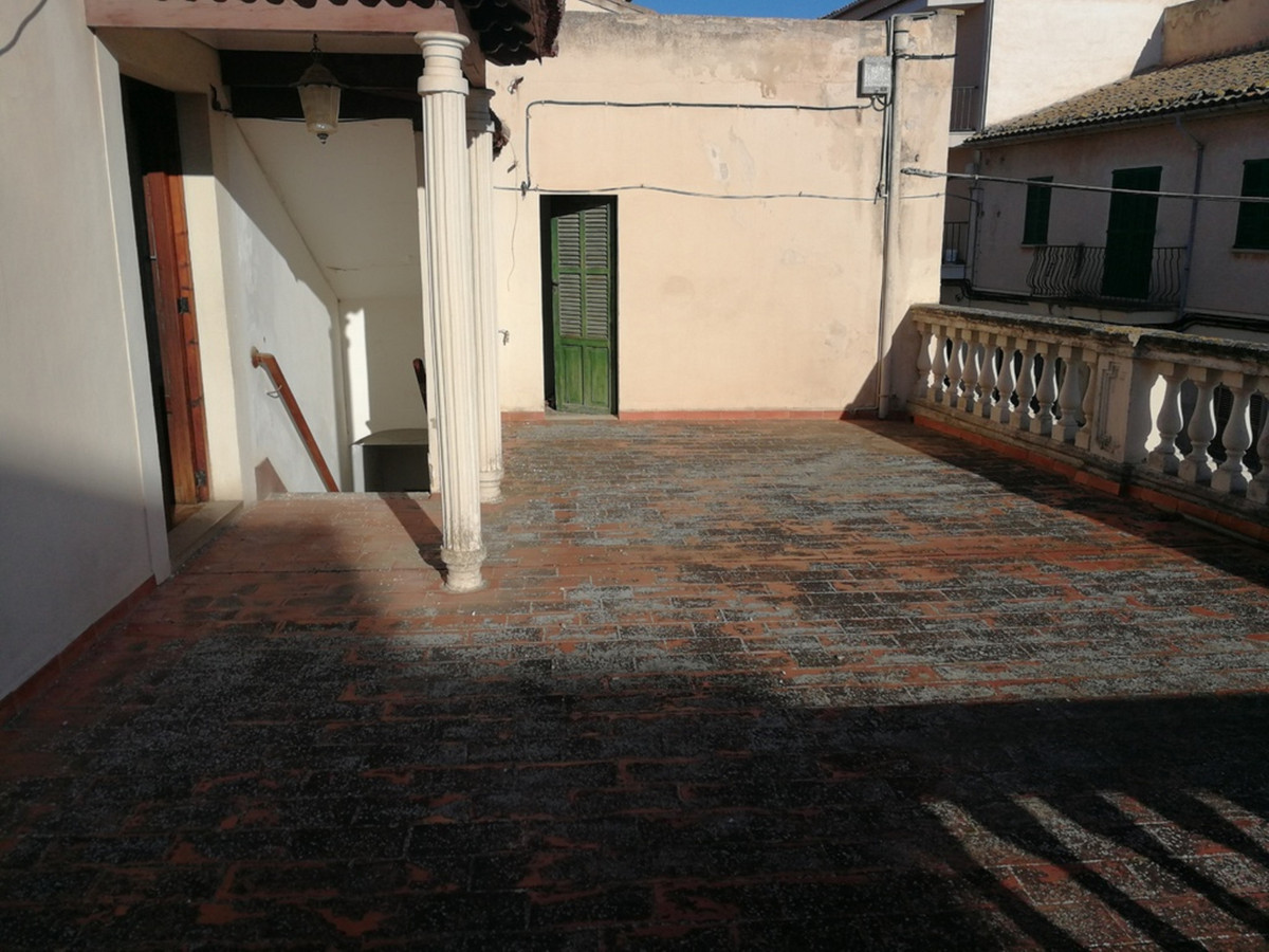 Apartment in Lloseta, 132 m2 built. Distributed in three double bedrooms and a single, large living ,Spain