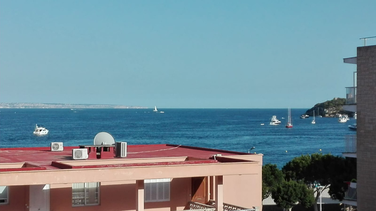 Palma Nova (Calvia) second line of beach with very bright sea views with large windows with an 80 m2,Spain
