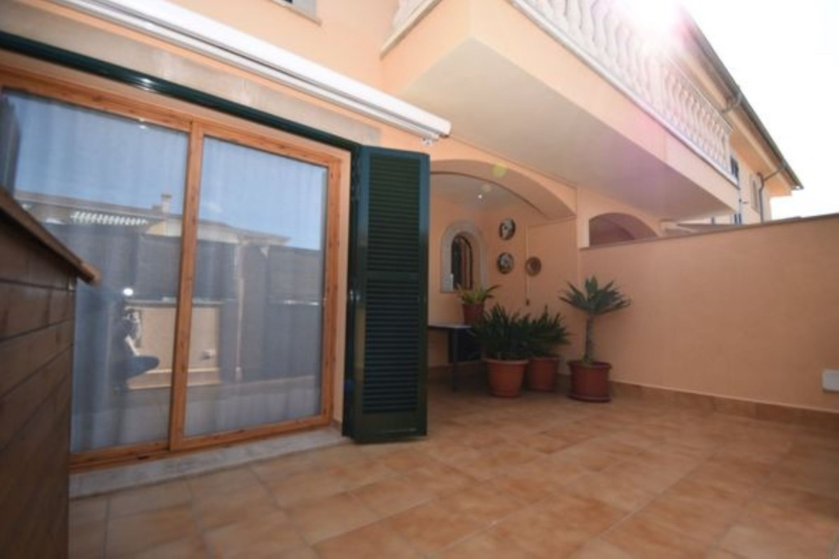 We are pleased to present you a fabulous semi-detached house in one of the best areas of Marratxi, E,Spain