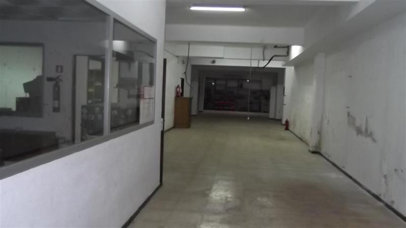 Local en la zona de Jacinto Verdaguer , esquina con Pons I Gallarza , dispone de dos puertas  una de,Spain