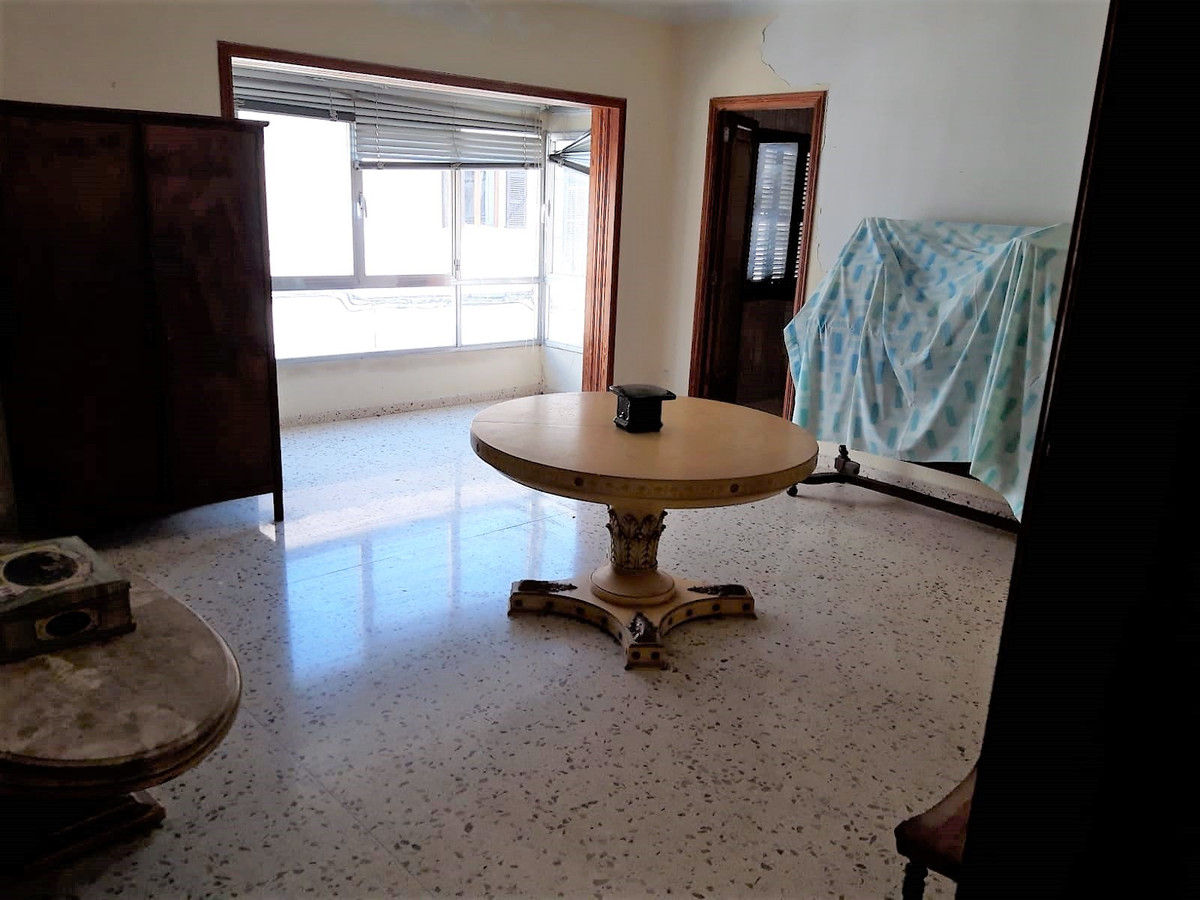 Flat in Lloseta of 120 m2 with two bedrooms and a bathroom, living room, kitchen etc ... without ele, Spain