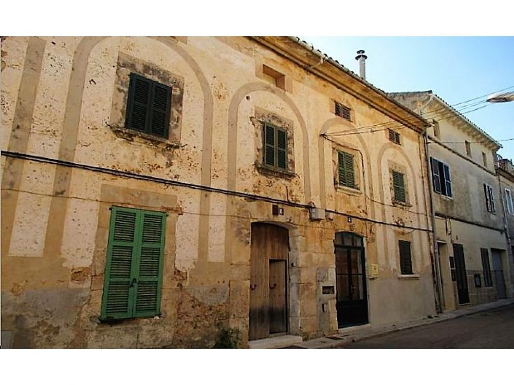 HOUSE OF VERY LARGE TOWN OF 198 M2 WITH 4 BEDROOMS, BATHROOM AND LIVING ROOM, TERRACE, NEED TO REFOR,Spain
