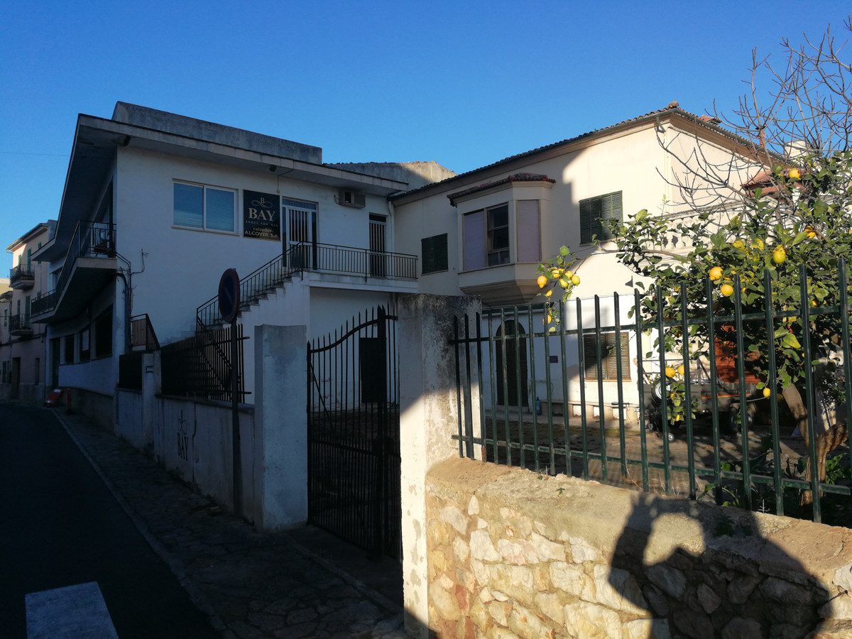 COMPLETE BUILDING FOR SALE, WHICH CONSISTS OF GROUND FLOOR AND FLOOR PLANT, WITH LARGE PATIO, 2 COMP,Spain
