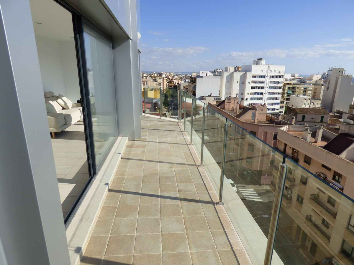 Beautiful penthouse of about 104m2 built located in the industry area completely renovated brand new, Spain