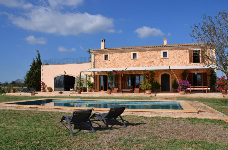 Spectacular rustic finca of 28,000m2 plot and  473m2 built and located at the entrance of fields, wi, Spain