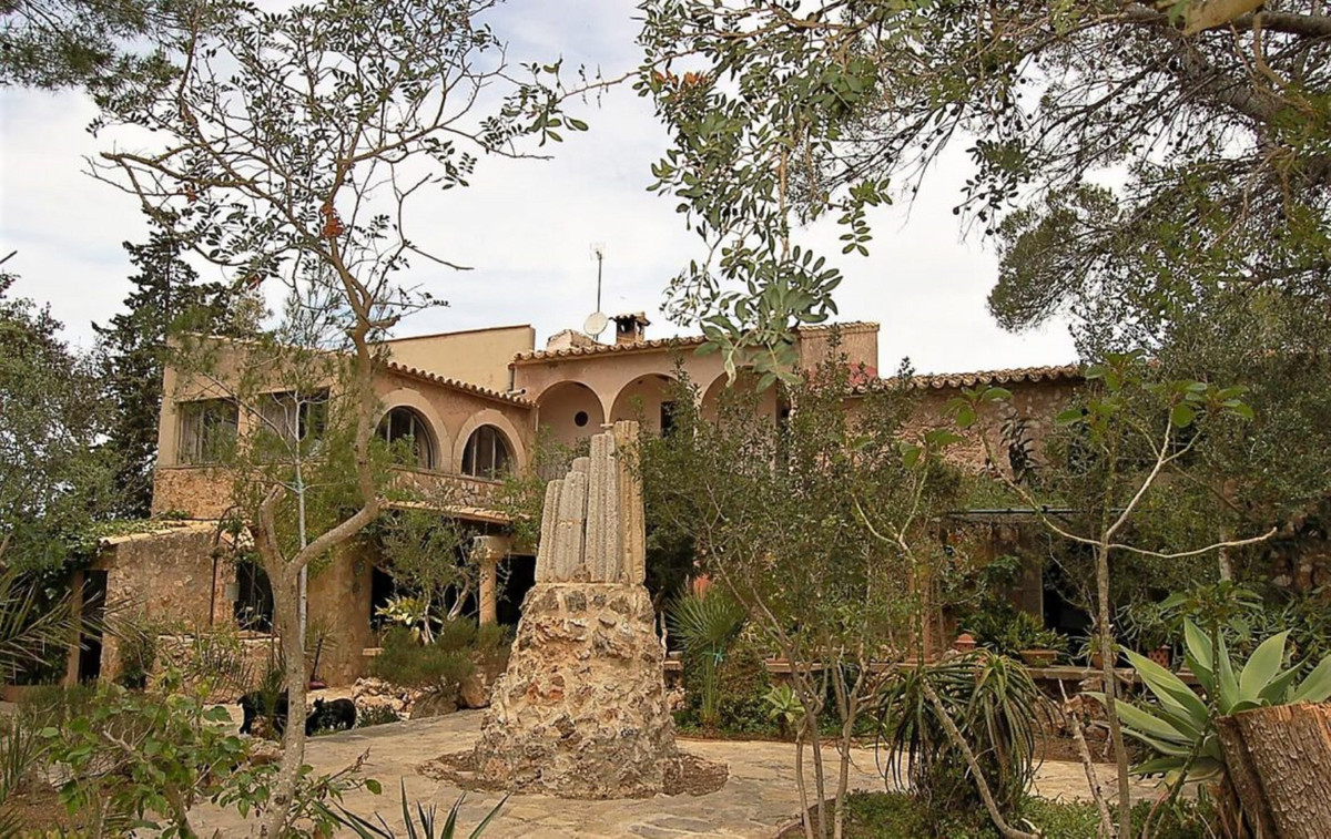 PORTOL (Marratxi), magnificent house of 374 m2 on a plot of 1800 m2, divided into two floors, has 6 , Spain