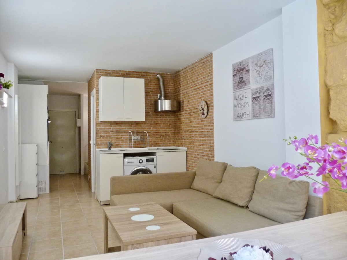 Newly renovated studio, almost brand new; On sale furnished and equipped; with AA cold and heat; dou, Spain