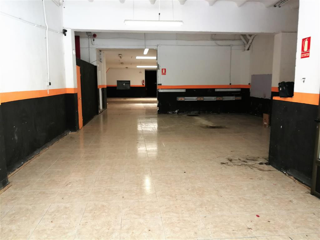 LOCATION OF 300 M2 COMPLETELY DIAFANO WITH SMOKE OUTLET HAS TWO BATHS, SITUATED BETWEEN THE ARAGON S,Spain
