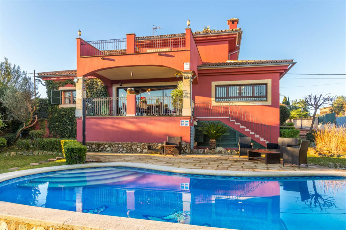 Magnificent villa in Marratxi almost brand new in a quiet mountain setting with beautiful views. 100, Spain