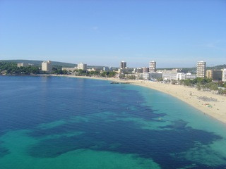 FLAT 1 ST LINE BEACH WITH 3 BEDROOMS ,WITH BALCONY  ACCES DIRECT TO THE BEACH IN MAGALLUF, Spain