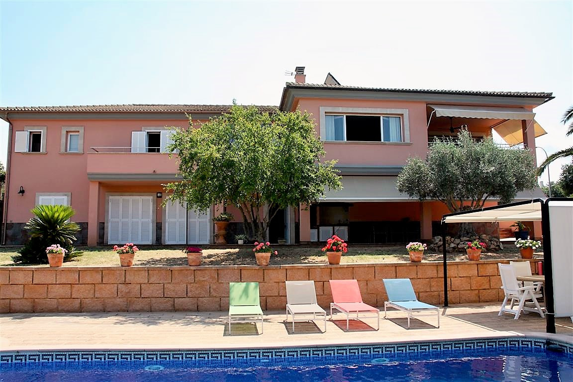Beautiful villa in San Marcal (Marratxi) ideal for families located in a residential area with spect, Spain