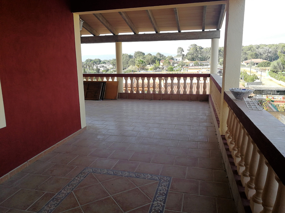 Detached villa of 149 m2 on land of 800 m2 with four bedrooms, bathroom and toilet, kitchen, in the ,Spain
