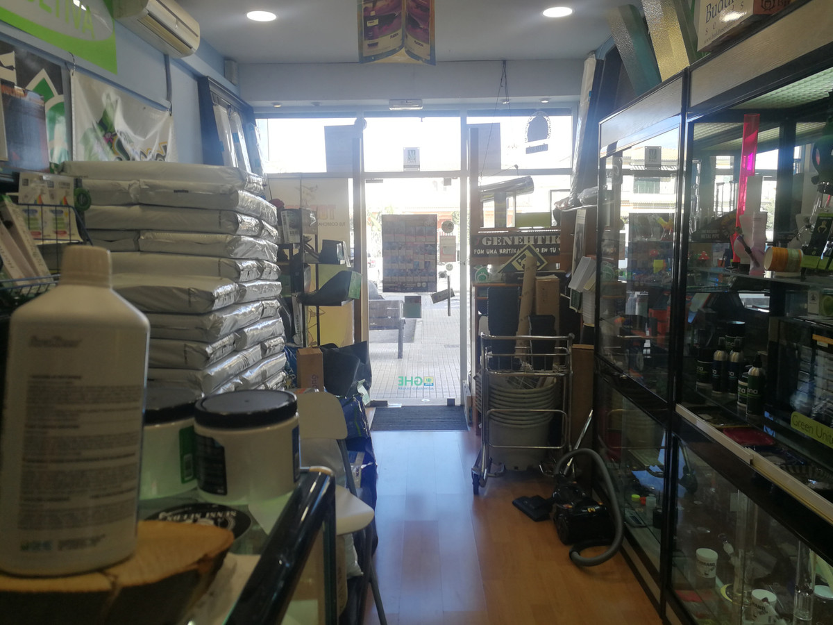 LOCAL CURRENTLY SHOP WITH ESCAPARATE IN CABANA STREET OF 25 M2 WITH BATH (CURRENTLY RENTED RENT 300 ,Spain