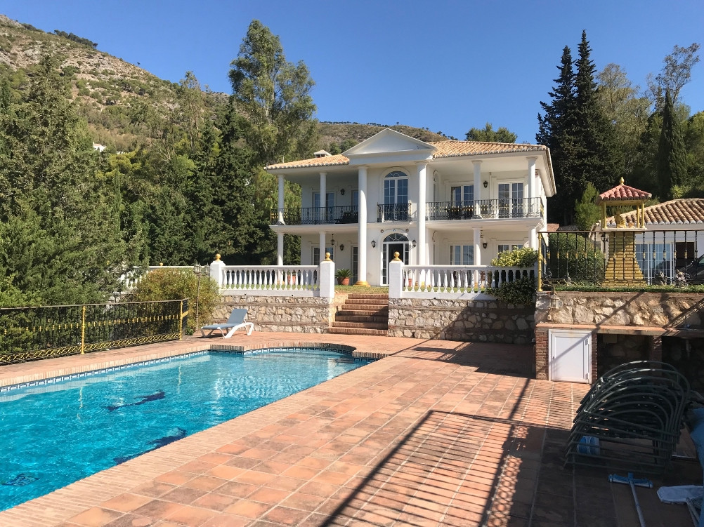 Villa  Detached 																					for rent 																			 in Mijas