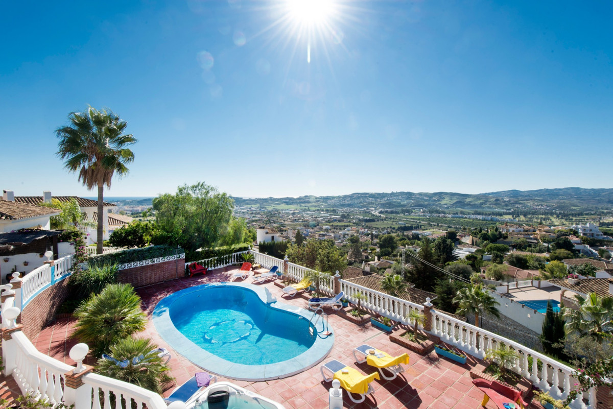 SUPERBLY PRESENTED AND MODERNISED VILLA IN DESIRABLE LOCATION.   This villa would make a superb fami, Spain