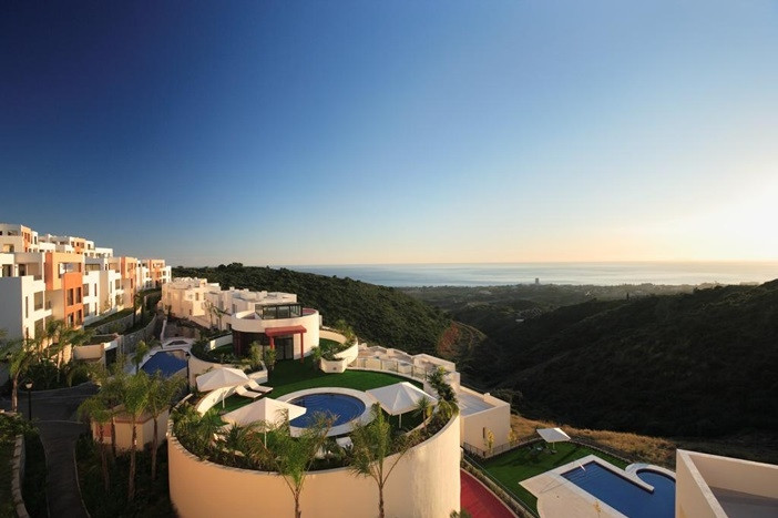 2 Bedroom Middle Floor Apartment For Sale Marbella