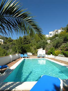 PROPERTY WITH GREAT INCOME OF YEARLY RENTALS IN ACCESS OF 30.000 POUNDS STERLING.  Rustic style vill,Spain