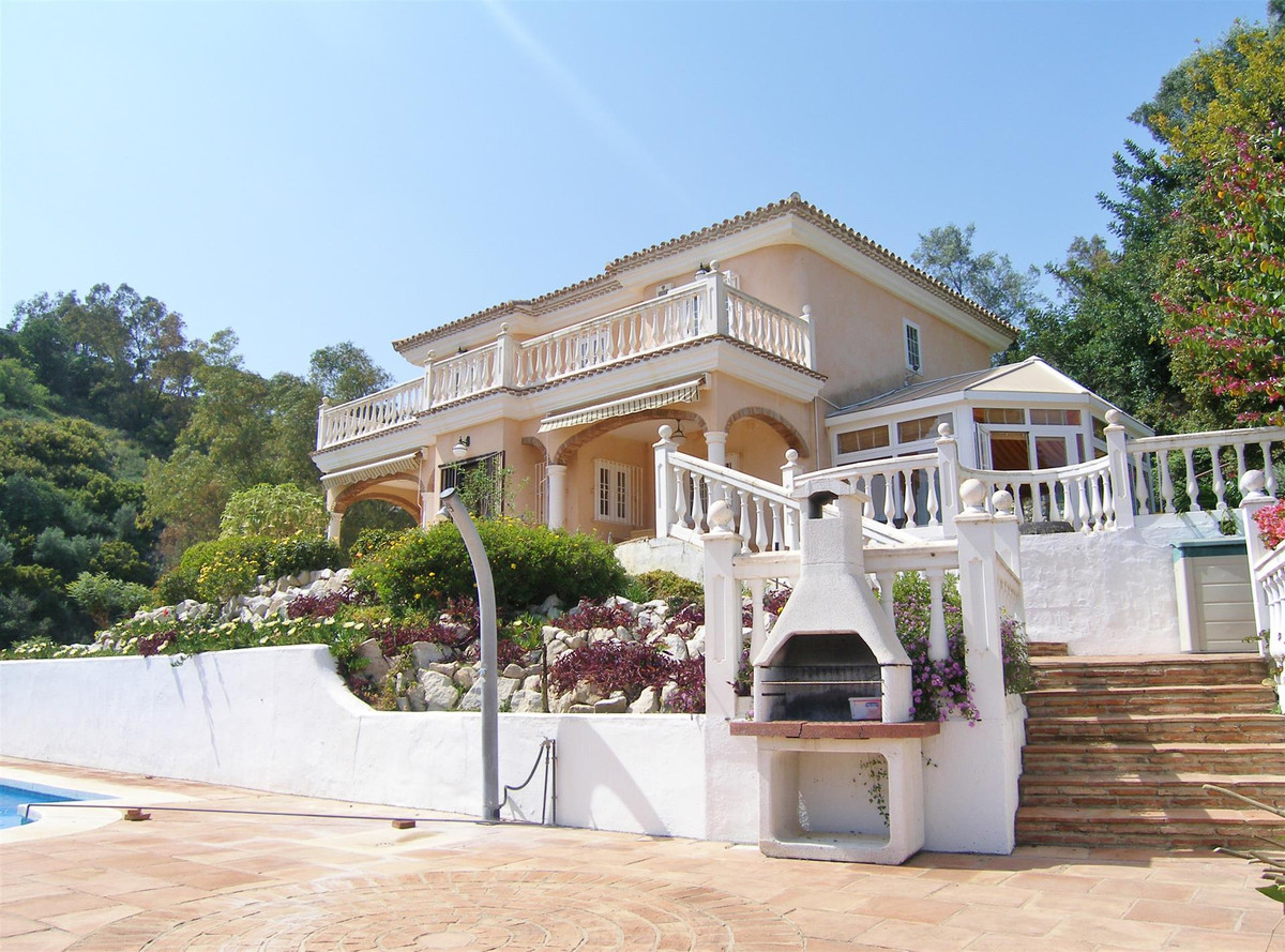 A WONDERFUL VILLA SET IN A PEACEFUL IDYLL WITH GLORIOUS COUNTRY AND MOUNTAIN VIEWS AND PARTIAL SEA V,Spain