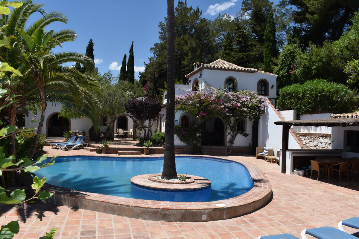 A FABULOUS AND UNIQUE SINGLE LEVEL VILLA TOGETHER WITH 3 INDEPENDENT APARTMENTS.   Located close to ,Spain