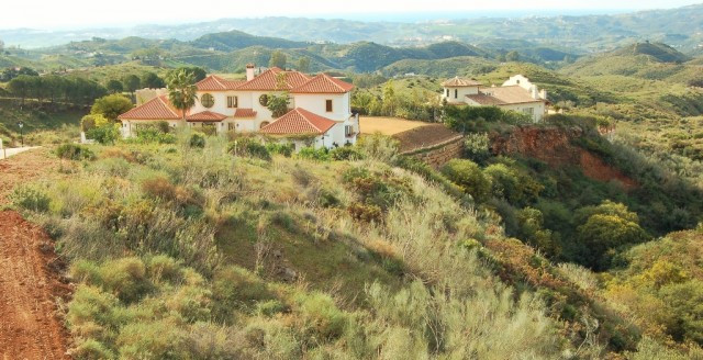 A PARTICULARLY WELL LOCATED PLOT IN A HIGHLY SOUGHT AFTER URBANISATION LESS THAN A 10 MINUTE DRIVE T,Spain