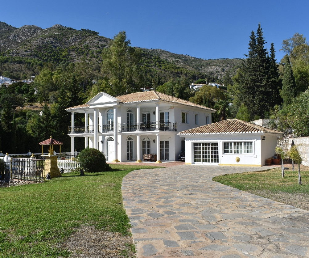 SOLE AGENCY. LONG TERM RENTAL.  A UNIQUE AND WONDERFULLY PROPORTIONED VILLA IN A PRIME LOCATION WITH, Spain